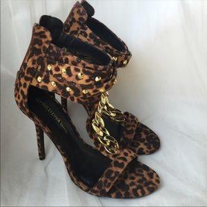 🐆🐆 Leopard chain heelstudded accent.
